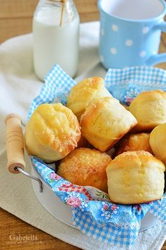 Gabriella kalandjai a konyhában :): Pehelykönnyű sajtos-burgonyás pogácsa Winter Food, Pretzel Bites, Cheese, Baking, Breads, Recipes, Food And Drinks, Bread Rolls, Bakken