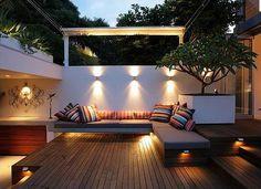 Lumières encastrées sur les meubles fixes au lieu du sol
