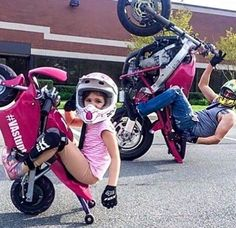When you let your biker baby-daddy babysit your little girl for a day while you're busy at work 🤦🏻♀️ Repost ・・・ VAstunt Riders Toni and her dad Vastunt Motorcycle Baby, Biker Baby, Retro Motorcycle, Motorcycle Design, Biker Girl, Motorcycle Paint, Motorcycle Helmets, Biker Halloween, Halloween Costume Contest