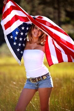 One of my country senior pictures with the american flag estilo, fotografia Country Senior Pictures, Senior Pictures Boys, Senior Girls, Girl Pictures, Country Girl Photography, Senior Photography, Photography Ideas, All American Girl, American Women