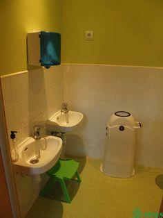 Baños propios personalizados en su tamaño y uso para los usuarios infantiles de dicho negocio