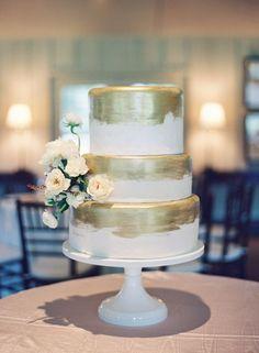 Gold-brushed cake made by Pylon Cake Metallic Wedding Cakes, Cool Wedding Cakes, Beautiful Wedding Cakes, Wedding Desserts, Beautiful Cakes, Gold Wedding, Wedding Cake Inspiration, Wedding Ideas, Wedding Stuff