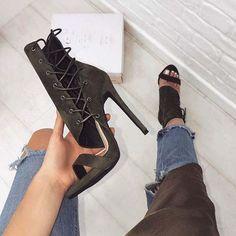 high heels – High Heels Daily Heels, stilettos and women's Shoes Hot High Heels, High Heels Stilettos, High Heel Boots, Heeled Boots, Stiletto Heels, Shoe Boots, Heeled Sandals, Sandals Outfit, Black Sandals