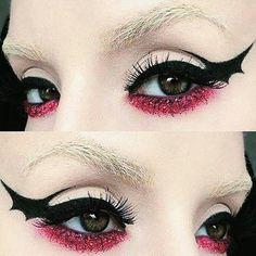 Bat wing graphic eyeliner! #halloweenmakeupideas #halloweenliner #batwingliner #graphicliner #glitter @Regrann from @rogueandwolf - Cat eyes are lovely but #bat wings are even better! ❤✴ Inspiring #halloweenmakeup by Kayteeellen ❤ - #regrann