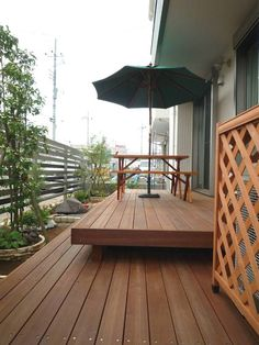 タイネンアイアンウッドのウッドデッキ Outdoor Rooms, Outdoor Living, Outdoor Decor, Entry Gates, Backyard, Patio, Deck, New Homes, Home And Garden