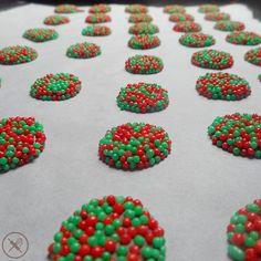 Produção a mil aqui na cozinha da Nuage du Chocolat! Muitos pixels natalinos nesses últimos dias de encomendas. Garanta seus doces para o natal! Só enviar um email para nuageduchocolat@gmail.com ou um Whatsapp para 1 1964562067 até DOMINGO 20/12.