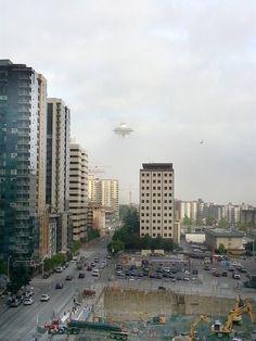 Andy Frey zachytil na mobil zajímavý úkaz - celá Vesmírná jehla (Space Needle), která je symbolem Seattlu v americkém státě Washington, se s...