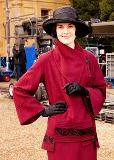 Lady Mary, Downton Abbey - this can be worn today - so stylish!