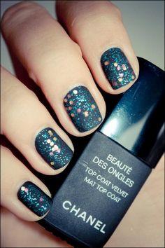 Dark blue sparkling nails