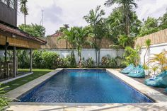 Offering garden views, Villa Skyler in Seminyak offers accommodation, an outdoor swimming pool, a garden and a terrace. Outdoor Swimming Pool, Swimming Pools, Sunset Road, Backyard Shade, Inside Home, Outdoor Kitchen Design, Backyard Landscaping, Bedrooms, Free Wifi