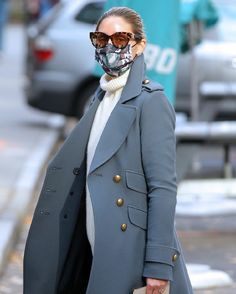 Olivia Palermo Lookbook, Olivia Palermo Style, Capsule Wardrobe, Mantel Styling, Casual Outfits, Fashion Outfits, Womens Fashion, Mantel Outfit, Outfits Tipps