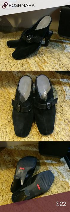 "AEROSOLES Mules size 7.5 Black suede upper on a pair of Aerosoles mules / slides.  3.5 "" heel.  Very good used condition AEROSOLES Shoes Mules & Clogs"