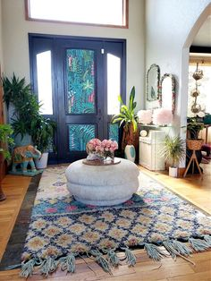 Fresh Front Door + How to Hang Permanent Wallpaper w/out the Permanent! - Eclectic Twist Plastic Pink Flamingos, Contemporary Chandelier, Farmhouse Chic, How To Antique Wood, Easy Diy Projects, Textured Walls, Home Decor Inspiration, Entryway Decor, Boho Decor
