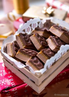 Mainitsin hiljattain kiinnostuksestani ja ihastuksestani nougat-makeisiin, joita löytyy eri Good Bakery, Sweet Bakery, Chocolate Sweets, Chocolate Recipes, Candy Recipes, Sweet Recipes, Delicious Desserts, Yummy Food, Homemade Sweets