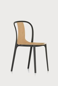 The Belleville Chair by Ronan and Erwan Bouroullec for Vitra is a modern, bistro-style dining chair inspired by the cafés of Paris. Modern Dining Chairs, Dining Room Chairs, Side Chairs, Outdoor Chairs, Ronan & Erwan Bouroullec, Chair Design Wooden, Furniture Design, Belle Villa, Upholstered Chairs