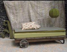 """Image of canapé #""""roulotte"""" jaune/vert @Dan Christofferson € 480,00"""