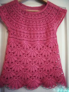 how to make this beautiful blouse for free T-shirt Au Crochet, Pull Crochet, Gilet Crochet, Crochet Shirt, Crochet Girls, Crochet Diagram, Crochet Woman, Crochet Stitches, Crochet Baby
