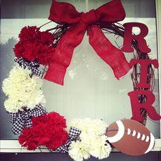 Alabama football wreath for Cathy! Alabama Football Wreath, Alabama Wreaths, Auburn Wreath, Softball Crafts, Sports Wreaths, Diy Cans, Happy Fall Y'all, Roll Tide, Ornament Wreath