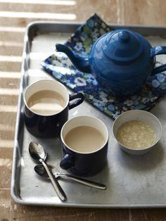 【ELLE a table】豆乳ティー甘酒レシピ|エル・オンライン     HOW TO COOK 作り方  あたためた豆乳に、ティーバッグを入れて、煮出す。 カップにそそぎ、甘酒を入れて、よく混ぜる。