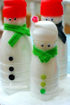 I've been having lots of fun making simple holiday crafts, including these snowmen made from empty creamer bottles!