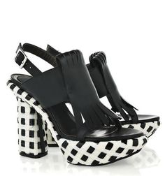 Imagen de http://fashiondailymag.com/wp-content/uploads/2011/04/marni-shoes-in-BLACK-we-LOVE-at-netaporter.jpg.