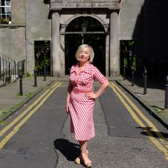 The dress that I used in my #dollyparton is a wearable #seventies one  #welcometomywardrobe #shopmycloset #whattowear #missbizio #missbiziocouture #ootd #sootd #vogue #vintage #vintagestyle #vintagewoman #scotstreetstyle #edfashion #thisisedinburgh #vintage_daily #styleicon #advancedstyle #aboutalook #ststephenstreet #stockbridgeedinburgh #stockbridge #edinburgh #scotland