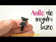 Tutorial Anillo, Earring Tutorial, Diy Beaded Rings, Diy Rings, Beaded Bracelet Patterns, Beading Patterns, Embroidery Neck Designs, Beaded Jewelry Designs, Beaded Crafts