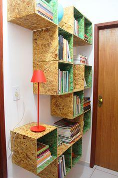 Dando uma organizada na estante de livros