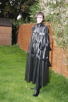 Capes, Mode Latex, Rubber Catsuit, Rubber Dress, Latex Wear, Vinyl Raincoat, Rubber Raincoats, Latex Girls, Latex Fashion