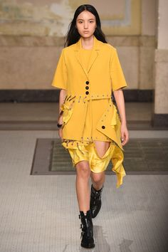 Damir Doma Spring 2017 Ready-to-Wear Collection Photos - Vogue Fall Fashion Outfits, Runway Fashion, Fashion Show, Mens Fashion, Fashion Design, Milan Fashion, Steampunk Fashion, Gothic Fashion, Vogue Paris