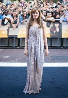 Pin for Later: 40 Gründe, Angelina Jolie's Style zu lieben Angelina Jolie 2010 in Amanda Wakeley bei der Premiere von Salt
