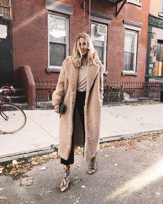 "Gefällt 1,781 Mal, 26 Kommentare - Viktoria Dahlberg (@viktoria.dahlberg) auf Instagram: ""Staying warm #love #nyc #ootd #fall"""