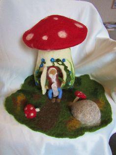 Jahreszeitentisch - Großes Pilzhaus Waldorfart - ein Designerstück von Puppenprofi bei DaWanda