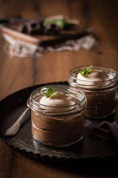 Selbstgemachte Mousse au chocolat sollte jeder ausprobieren. Sie ist wirklich schnell gemacht und jeder, der Schokolade mag, wird die Mousse lieben
