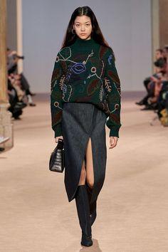 Salvatore Ferragamo Fall 2020 Ready-to-Wear Fashion Show, Salvatore Ferragamo Fall 2020 Ready-to-Wear Collection - Vogue. Fashion 2020, Runway Fashion, High Fashion, Womens Fashion, Vogue Fashion, Milan Fashion, Street Fashion, Fashion Trends, Fashion Tips