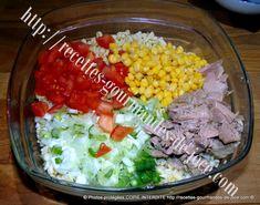 Salade de blé à la mayonnaise, au thon et aux crudités