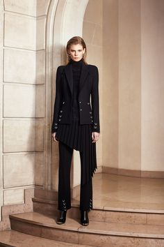 See the complete Mugler Pre-Fall 2016 collection.