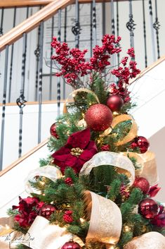Learn how to decorate your Christmas tree like a professional designer. Read on to see the best tips and tricks to style the perfect elegant holiday tree. Gold Christmas Decorations, Ribbon On Christmas Tree, Christmas Tree Design, Christmas Tree Themes, Holiday Tree, Xmas Tree, Christmas Traditions, Red Christmas, Christmas Wreaths
