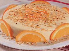 Semifreddo all'arancia Un ottimo dolce al cucchiaio fatto con uova, panna e miele, farcito con lunette di arancia e ricoperto da granelle di mandorle.