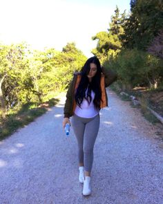 Lisa May's hair was perfect like this Long Black Hair, Lisa, Sporty, Singer, Instagram, Style, Fashion, Swag, Moda