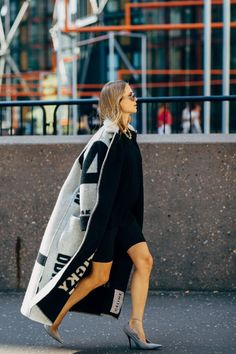 bartabac blog paris fashion week oversize camisa chanel look
