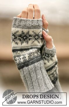 Stjerneskog / DROPS - Free knitting patterns by DROPS Design, DROPS - wrist warmers with Norwegian pattern - free oppskrift by DROPS Design. Crochet Mittens, Mittens Pattern, Knit Crochet, Crochet Granny, Knit Cowl, Hand Crochet, Drops Design, Fair Isle Knitting, Knitting Socks
