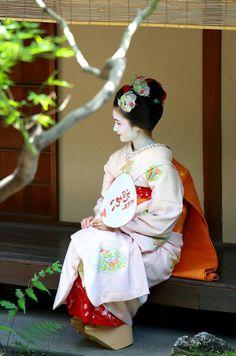 Maiko. Naoai. Japan Kyoto geisha maiko kimono