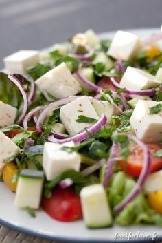 Les beaux jours sont de retour ! Quoi de plus sympa, après une belle journée, que de s'attabler devant une jolie saladefraîche, gourmande et savoureuse ?