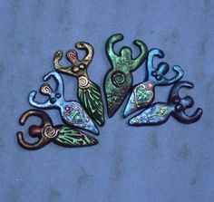 Karen Scofield shows how to make Godess Beads - I have redirected this to her blog after picture was misrepresented on many pinterest boards. She discusses both templates and molds in a generous & detailed post....good tips even if you don't make a goddess bead. Always good to check out source before repinning....a respect for artist thing. #Polymer #Clay #Tutorials