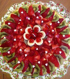 Food Centerpieces, Gastronomy Food, Smooth Cake, Food Garnishes, Fruit Arrangements, Dessert Decoration, Fruit Tart, Food Platters, Health Desserts
