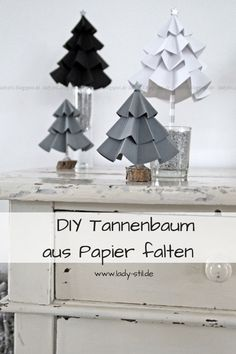 DIY cardboard fir tree- DIY Tannenbaum aus Pappe DIY Christmas fir trees made of paper folds. Make Christmas decorations yourself. Fast and easy. decoration it Yourself - Christmas Origami, Diy Christmas Tree, Christmas Decorations To Make, Christmas Ornaments, Origami Diy, Origami Lamp, Cardboard Tree, Carton Diy, Diy Karton