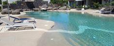 Piscinas de Arena - Construcción y Reforma de Piscinas de Arena Backyard Beach, Backyard Pool Designs, Pool Landscaping, Garden Deco, Garden Pond, Spas, Jacuzzi, Backyard Playhouse, In Ground Pools