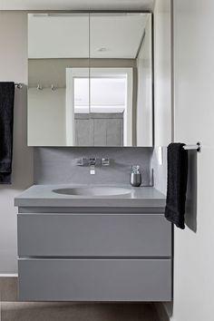 Reformando e Apto Para o Futuro Small Bathroom Sinks, Ikea Bathroom, Bathroom Interior, Sink Inspiration, Salon Interior Design, Home Room Design, Classic Bathroom, Bookcase Shelves, Bath Remodel