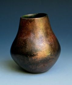 Pinch pot - about five inches tall; smoke fired with luster Eduardo Paolozzi, Austin Osman Spare, Lee Daniels, Fired Earth, Thread Painting, Pottery Sculpture, Pinch Pots, Vase, Stoneware